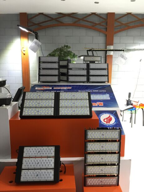 Hot Sales Modular LED Flood Light for Stadium Lumileds 5050 Chips 160lm/W IP66